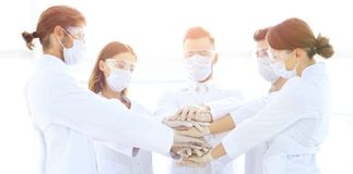 Photo en gros plan de médecins Stacking Hand With Coworkers Photos stock