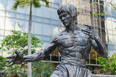Photo en gros plan de statue de Bruce Lee images stock