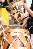 Photo en gros plan des tambours en bois sud-américains Image libre de droits