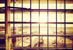 Photo filtrée par vintage d'un aéroport Photographie stock libre de droits