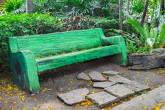 Green bench in garden Royalty Free Stock Photos