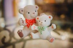 Photo haute étroite d'ours de figurines mignonnes de jouet Photographie stock libre de droits