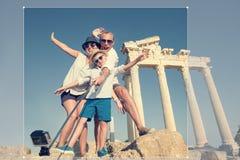 Photo heureuse de selfie de famille des vacances d'été Images libres de droits