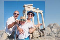 Photo heureuse de selfie de famille des vacances d'été Photos stock