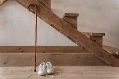 Photo horizontale des appartements élégants comprenant les détails en bois Images stock