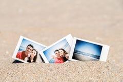 Photo instantanée de jeunes couples heureux d'ami et d'amie Images stock