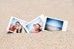 Photo instantanée de jeunes couples heureux d'ami et d'amie Image libre de droits