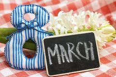Photo le 8 mars Image de carte et de jacinthe Photographie stock