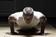 Photo Man doing push up at the gym Stock Photos