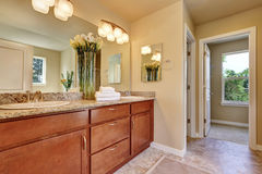 Photo of a mid-sized bathroom with wood cabinets Royalty Free Stock Photos