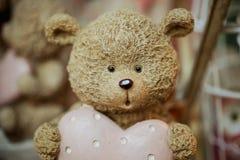 Photo mignonne de figurines de jouet d'ours Photos libres de droits