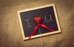Photo modifiée la tonalité de coeur dans la déclaration de l'amour sur le tableau noir Image libre de droits