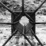 Photo monochrome du travail en acier pour le renfort Photos stock