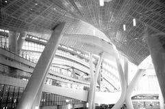 Photo noire et blanche, bâtiment, terminus occidental de Hong Kong High Speed Rail Kowloon images stock