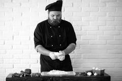 Photo noire et blanche de cuisinier Photographie stock libre de droits