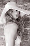 Photo noire et blanche de jeunes femmes Photographie stock