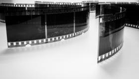 Photo noire et blanche de vieux négatifs sur un fond blanc Images libres de droits