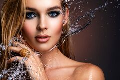 Free Photo Of Young Woman With Style Make-up And Water Splashes  . Portrait Of Blonde Woman With Drops Of Water Around Her Face. Sexy Royalty Free Stock Photos - 214060468