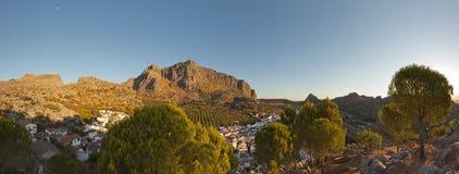 Photo panoramique d'horizontal renversant de montagne. Image libre de droits