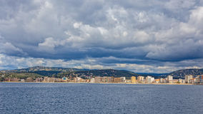 Photo panoramique d'un petit village de touristes en Espagne, Sant Photographie stock libre de droits