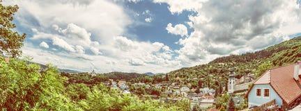 Photo panoramique de Banska Stiavnica, filtre jaune de photo Photos stock