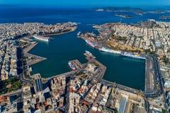 Photo panoramique de bourdon aérien de Le Pirée et du port célèbre en journée, Attique, Grèce images libres de droits