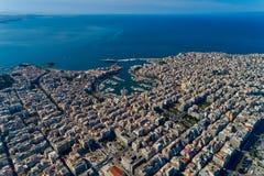 Photo panoramique de bourdon aérien de Le Pirée et de marina de pasalimani de Zea en journée image libre de droits