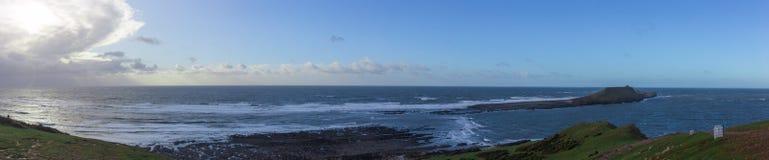 Photo panoramique de jour ensoleillé sur la tête de ver Photos stock