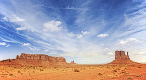 Photo panoramique de vallée de monument, Utah, Etats-Unis Photographie stock libre de droits