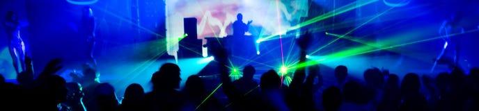 Photo panoramique des gens au concert Images stock
