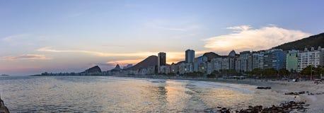 Photo panoramique des plages de Leme et de Copacabana Photographie stock libre de droits