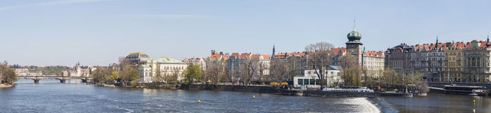 Photo panoramique : Rivière de Prague Vltava images libres de droits