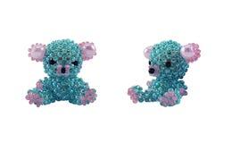 Photo perlée faite main bleue de jouet d'ours Photo stock
