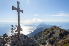 The islands and the cross. The photo shows a cross with two engraved names above placed on the molar to overhang the following of the camp islands Royalty Free Stock Photo