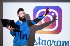 Photo sociale de réseau d'Instagram partageant en ligne Image stock