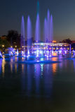 Photo étonnante de nuit des fontaines de chant dans la ville de Plovdiv Image libre de droits