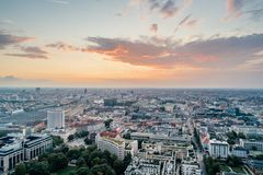 Photo urbaine d'été de vue de bourdon d'air de centre de la ville de Munich image stock