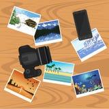 Photocamera、智能手机和照片在桌、平的样式横幅、旅行和假期概念上 库存图片