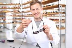 Photochrome Gläser mit Verordnungsbrillen Stockfoto