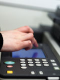 photocopying руки стоковые фотографии rf