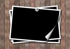 Photoframework auf einer hölzernen Oberfläche Stockfotografie