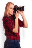 Photographe amateur de charme tenant un appareil-photo professionnel Images stock