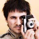 Photographe avec le rétro appareil-photo images libres de droits