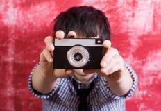 Photographe avec le rétro appareil-photo Image stock