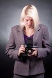 Photographe avec le vieil appareil-photo 6x6 Images stock