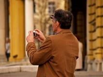 Photographe courant dans l'action Images stock