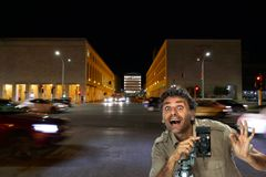 Photographe d'appareil-photo de pliage à Rome photo stock
