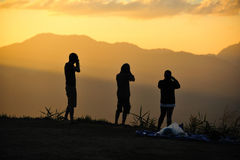 Photographe dans le coucher du soleil Image libre de droits