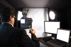 Photographe dans le studio Photographie stock
