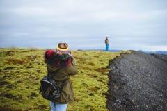 Photographe de femme en Islande Images libres de droits